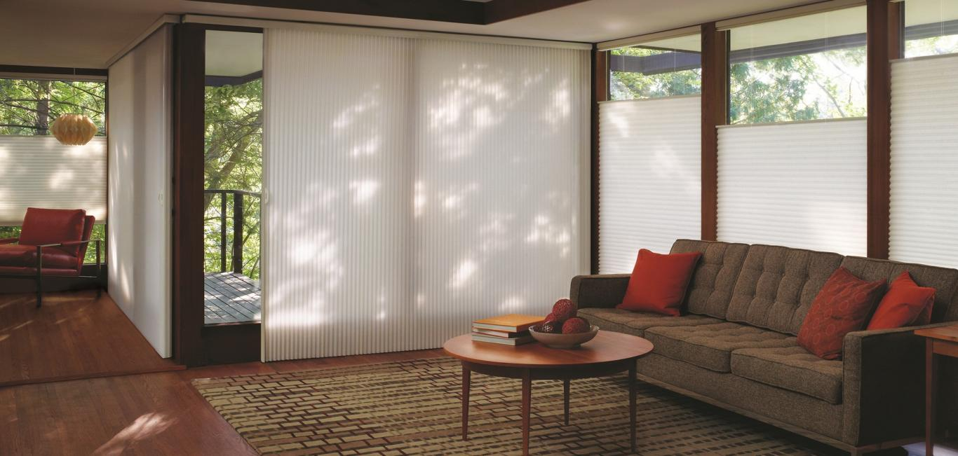 Livings contemporáneos con Cortina Duette HunterDouglas